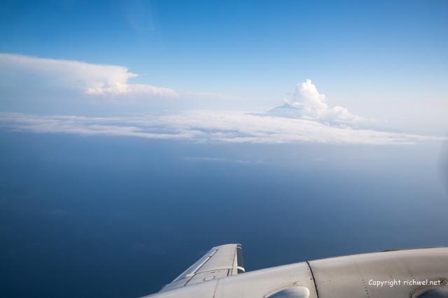 飛行機の窓から 利尻山