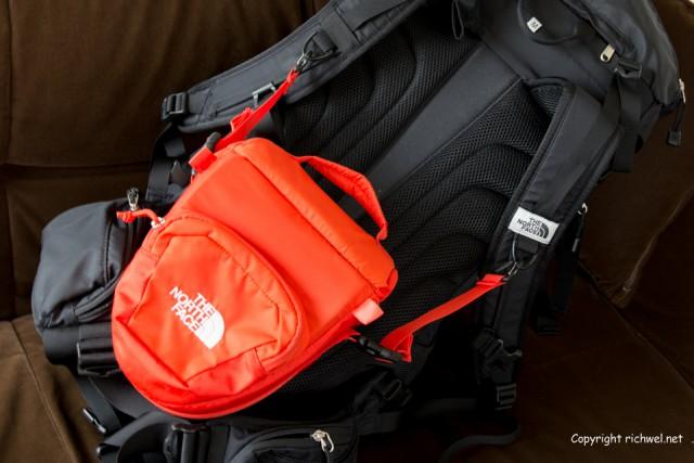 登山 カメラバック カメラ持ち運び 評価レビュー 雨 ノースフェイス エクスプローラー カメラバック テルスフォト40