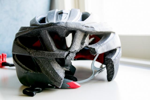ロードバイク ヘルメット 事故